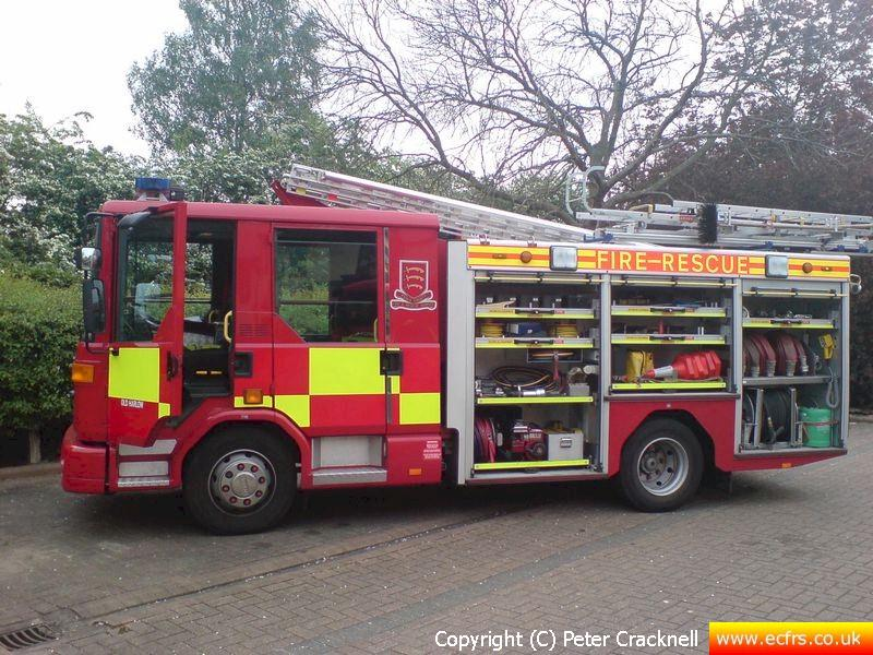 Essex FRS Dennis Dagger EU06 UFL on the 27th of April 2007 at an incident in Harlow - Picture courtesy of Peter Cracknell